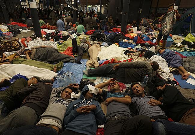 saran refugees in railway station