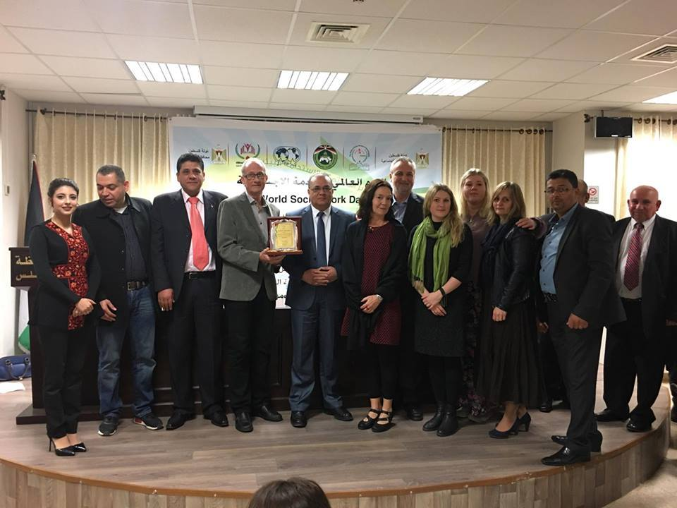 WSWD 2017 Palestine attendees with plaque